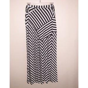 NWOT Design History Black & White Maxi Skirt